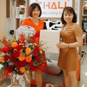 Giám đốc Trần Thị Ly (bên trái) và Giám đốc Công ty Du học Nhật Hà (bên phải)